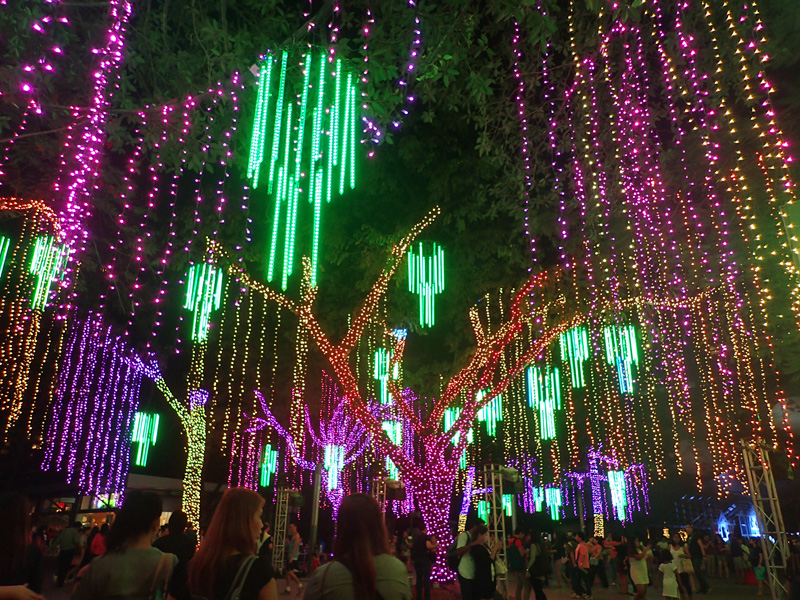 LIGHT SHOW. Ayala Triangleu2019s lights flash and dance in time to Christmas music. Photo by Rhea Claire Madarang