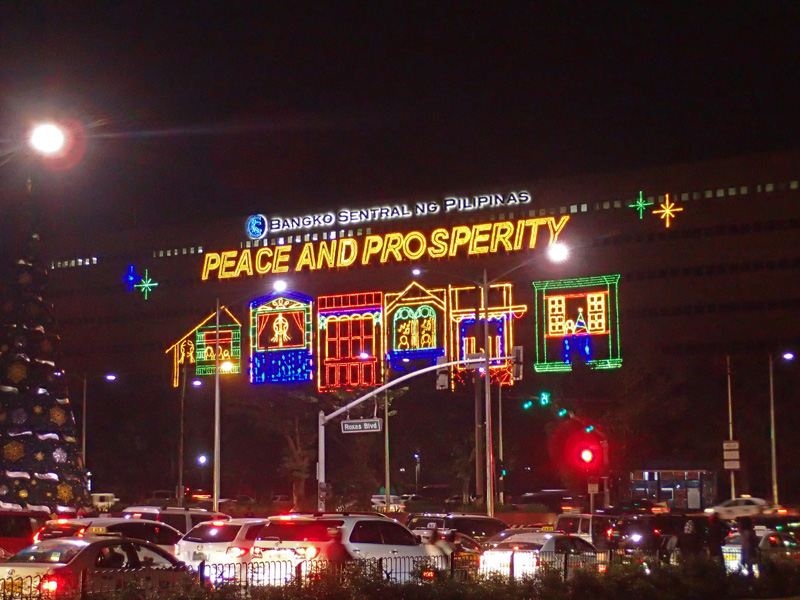 BUILDING LIGHTS. At Roxas Boulevard, buildings like Bangko Sentral become eye-catching during Christmas. Photo by Rhea Claire Madarang