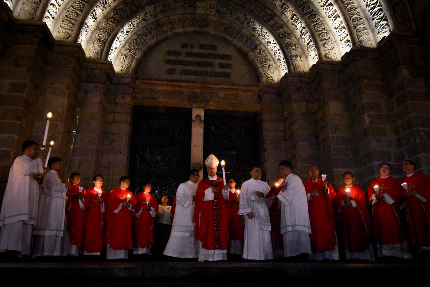 RED WEDNESDAY. Vatican Ambassador to the Philippines Gabriele Giordano Caccia leads the prayers outside the Manila Cathedral for Red Wednesday on November 22, 2017, a day to support persecuted Christians worldwide. Photo by LeAnne Jazul/Rappler