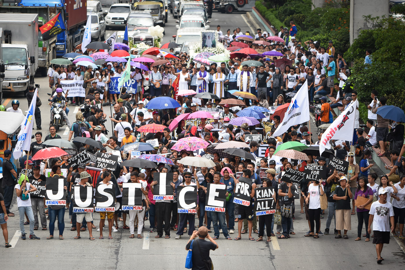 JUSTICE FOR KIAN. A thousand came for the burial of Kian Loyd delos Santos as he is laid to rest on August 26, 2017. Photo by LeAnne Jazul/Rappler