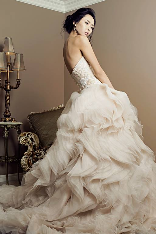 Bridal Editorial on 'Flawless Magazine,' Madore. Photo by Eric Chu, styling by Gian Carlo Umahon, fashion design by Veejay Floresca
