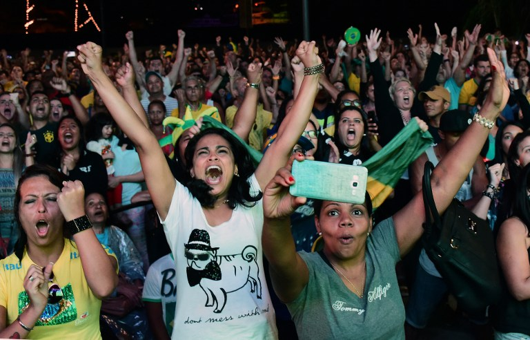 FAN FRENZY. Fans watch the Rio 2016 Olympic Games men's football gold medal match between Brazil and Germany at the Olympic Boulevard in Rio de Janeiro, Brazil on August 20, 2016. Tasso Marcelo/AFP