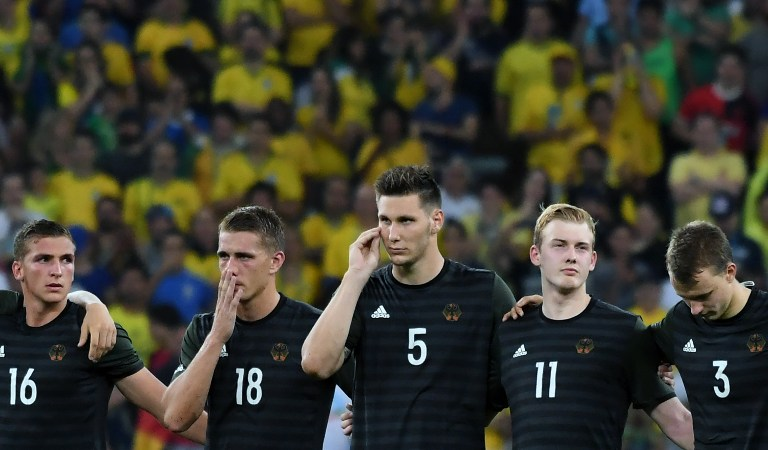 TO EXTRA TIME. Germany's midfielder Grischa Proemel, Germany's forward Nils Petersen, Germany's defender Niklas Suele, Germany's midfielder Julian Brandt and Germany's defender Lukas Klostermann wait ahead of a penalty shoot out following extra time during the Rio 2016 Olympic Games men's football gold medal match between Brazil and Germany at the Maracana stadium in Rio de Janeiro on August 20, 2016. Luis Acosta/AFP