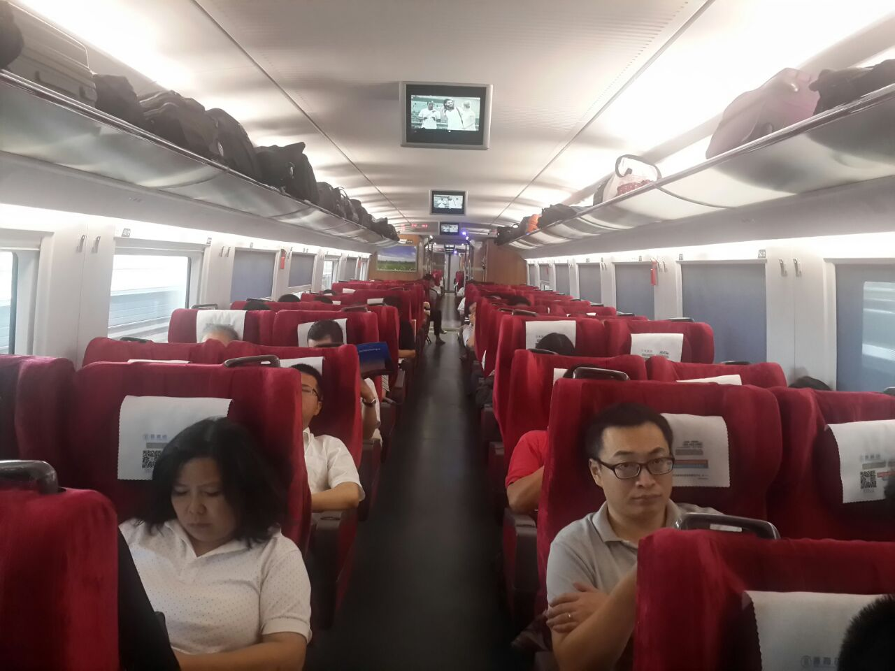Penumpang high speed train jurusan Shanghai-Beijing merasa nyaman bepergian selama hampir 5 jam. Foto oleh Uni Lubis
