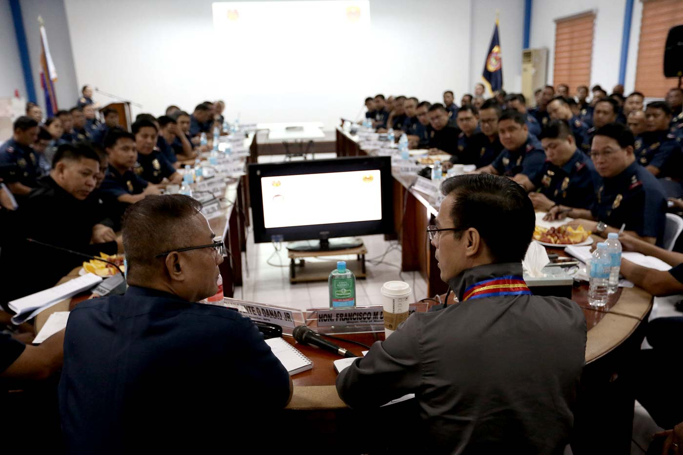 NEW BOSS. Manila Mayor Isko Moreno sits beside Manila Police District chief General Vicente Danao Jr at the 1st command conference at the MPD headquarters on July 1, 2019. Photo by Inoue Jaena/Rappler