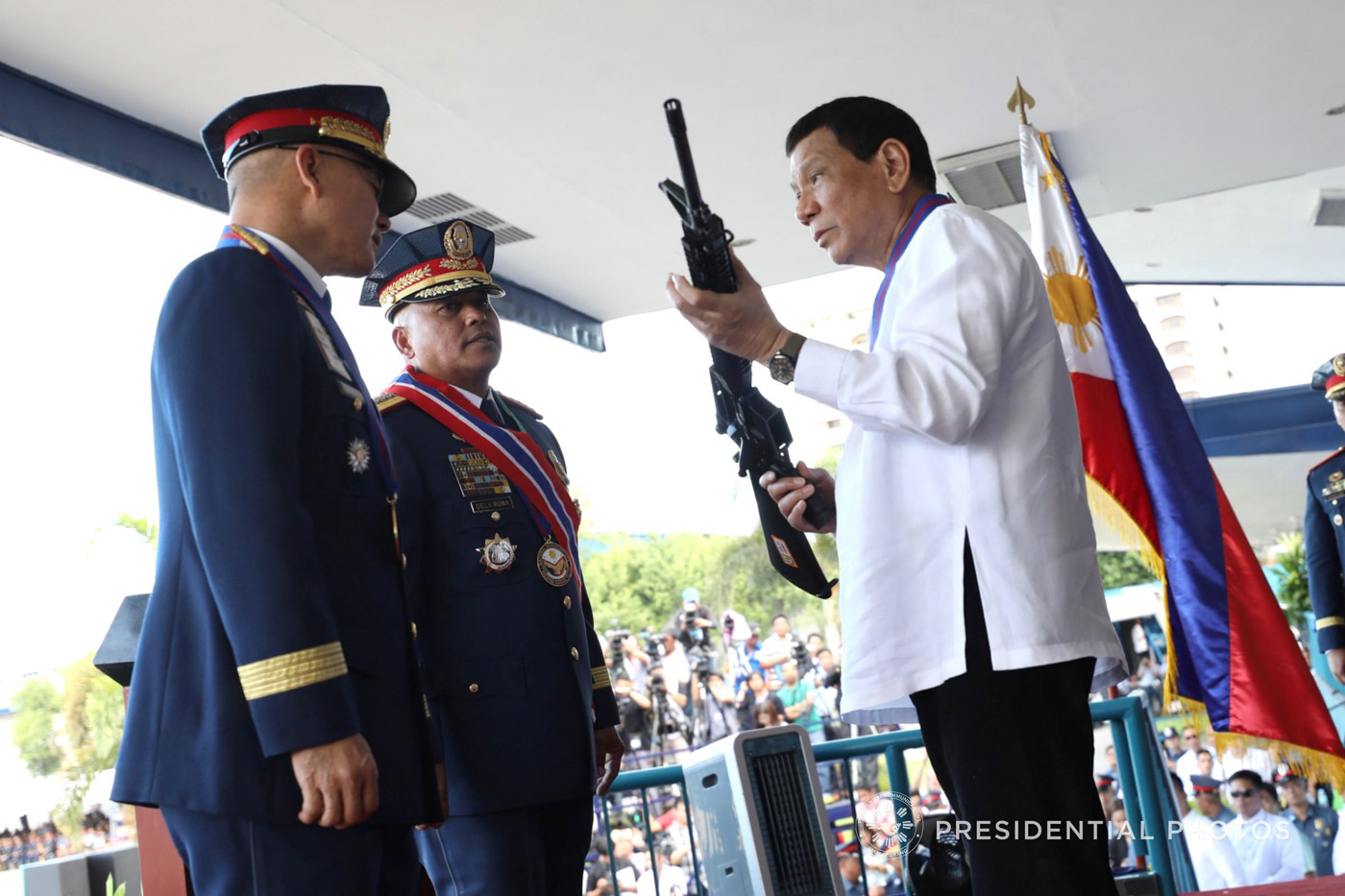 SUPPORTIVE PRESIDENT. President Duterte at the turnover ceremony of PNP chiefs Dela Rosa and Albayalde. Malacau00f1ang photo