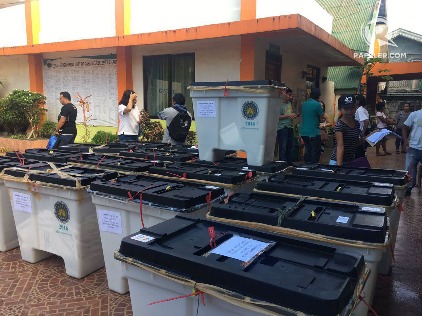 ARRIVED. Ballot boxes from Pasacao are received by the PET Retrieval Team in Pili. Photo by OVP