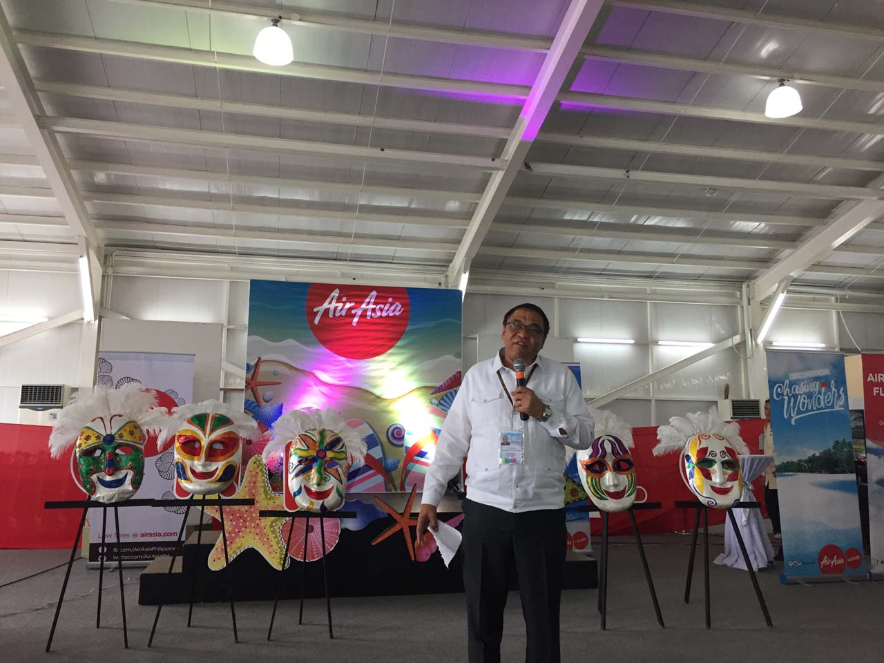 IN SUPPORT. 'We are waiting for your flights to major cities in Asia,' Cauguiran tells Philippines AirAsia. Photo by Chrisee Dela Paz/Rappler