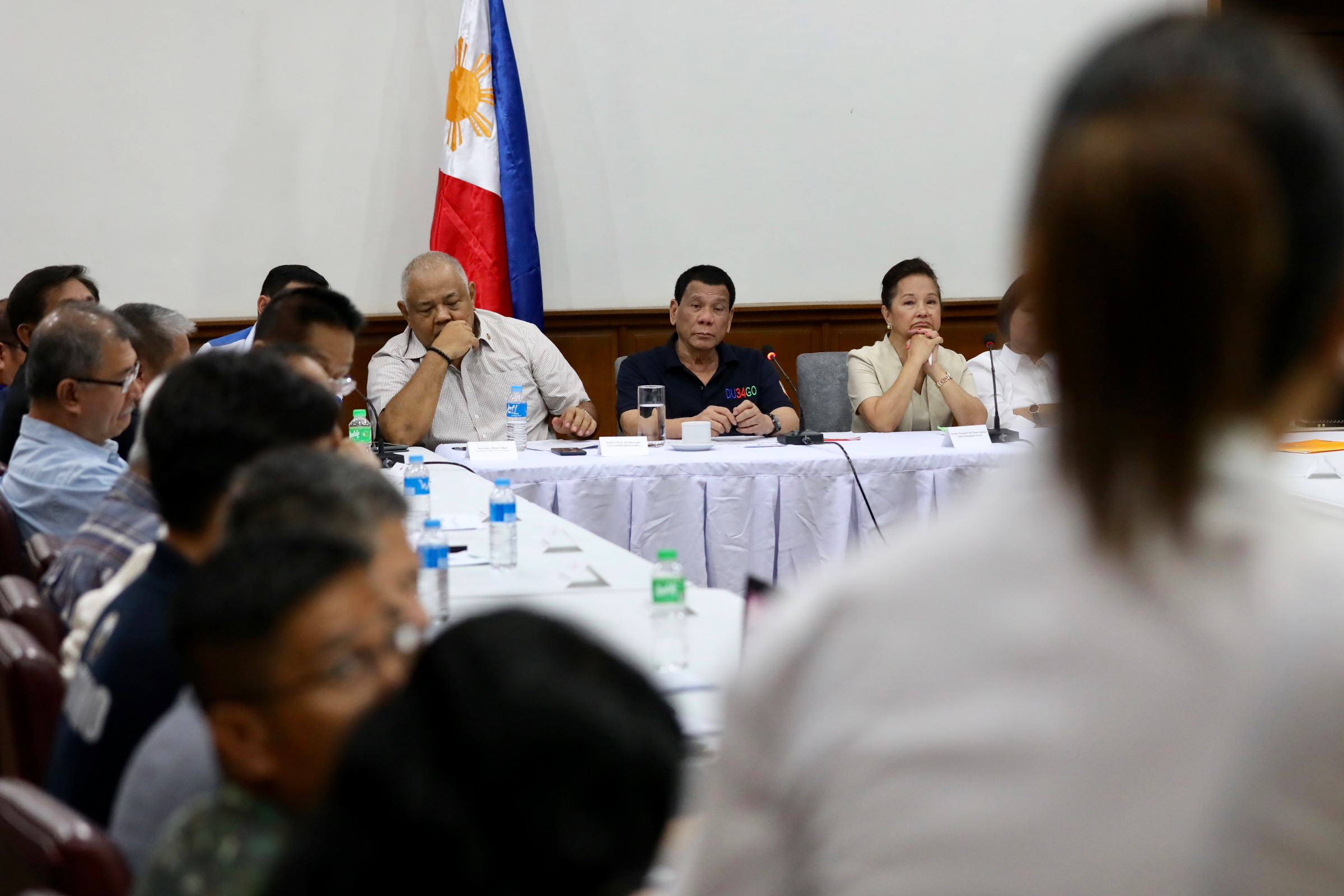 AFTERMATH. President Rodrigo Duterte presides over a situation briefing with members of his Cabinet and local government officials at the provincial capitol in San Fernando City, Pampanga. Malacau00f1ang photo