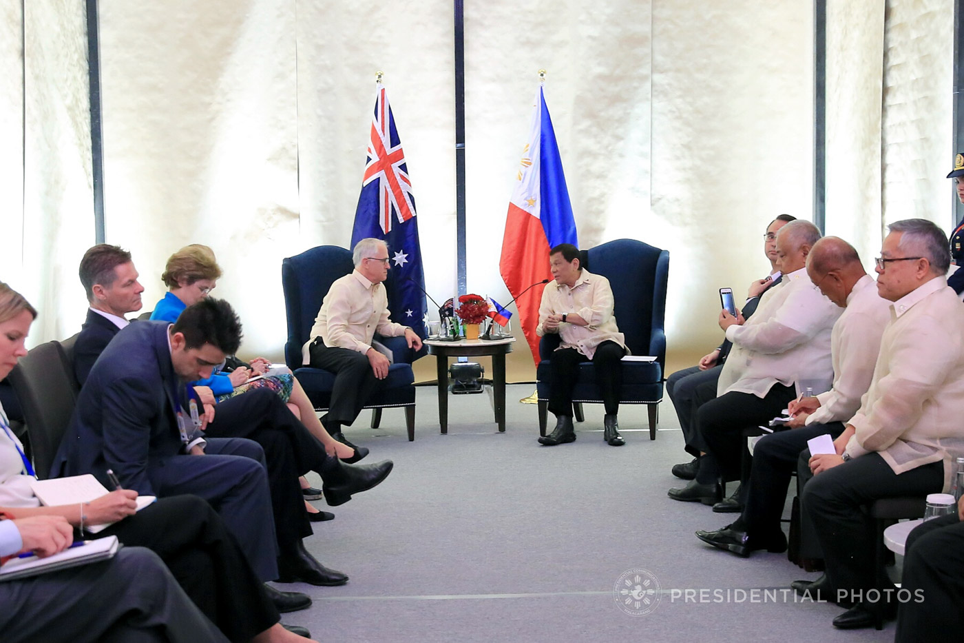 AUSTRALIAN LEADER. Philippine President Rodrigo Duterte engages in a discussion with Australian Prime Minister Malcolm Turnbull during their bilateral meeting at the SMX Convention Center on November 12, 2017. Malacau00f1ang photo