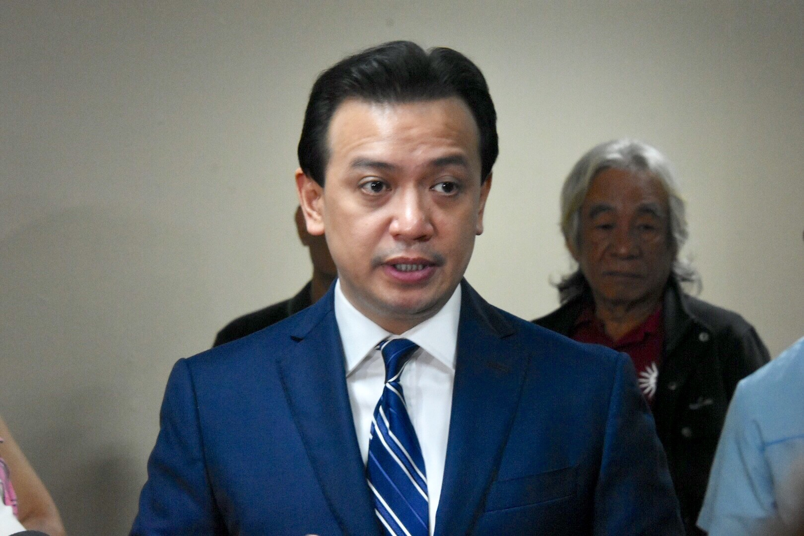 VISIT. An official from the US Embassy in Manila visits Senator Antonio Trillanes IV on Wednesday, September 19. Photo by Angie de Silva/Rappler