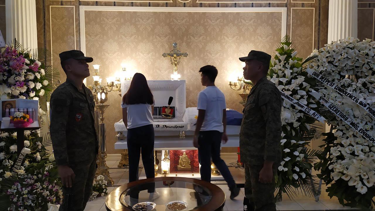 REMEMBERING DARWIN. Classmates of PMA Cadet 4th Class Darwin Dormitorio visit his wake at the Cosmopolitan Funeral Homes in Cagayan de Oro on Monday, September 23, 2019. Photo by Bobby Lagsa/Rappler