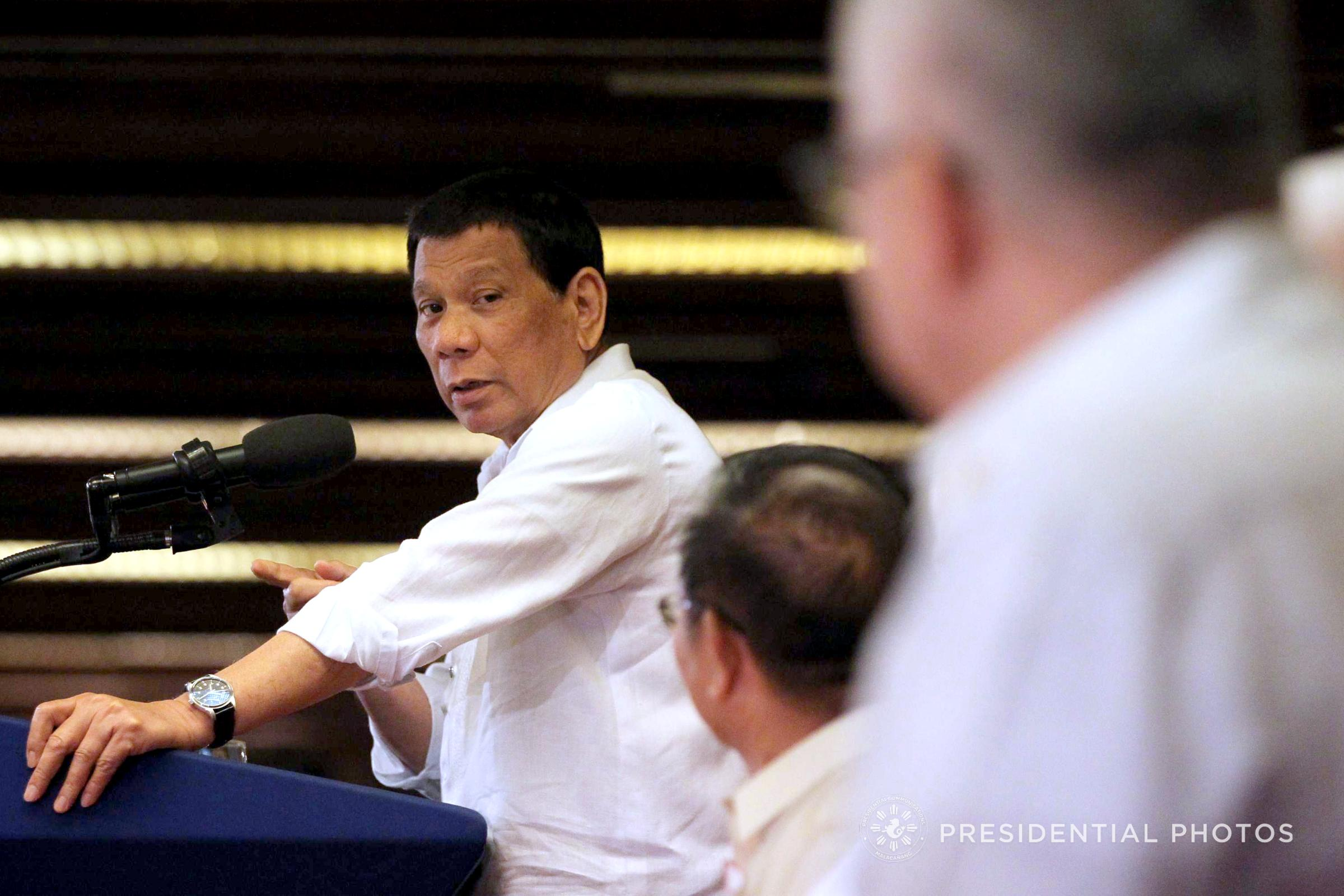 NFA ISSUES. President Rodrigo Duterte gives a speech in front of rice traders and some Cabinet members. Malacau00f1ang photo