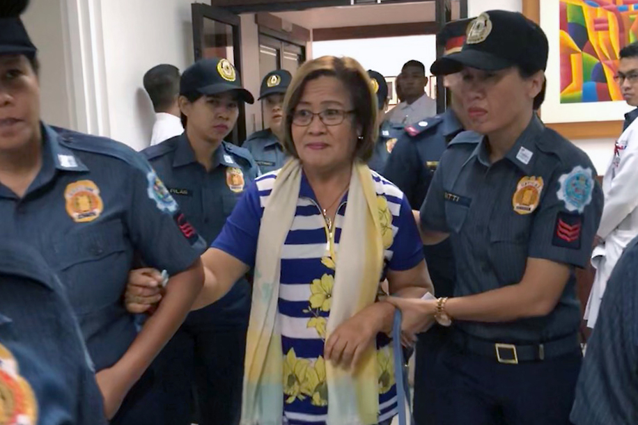 SENATOR. Police escort detained Senator Leila De Lima inside the Philippine Heart Center for a medical checkup on March 12, 2018. File photo courtesy of the office of Senator De Lima