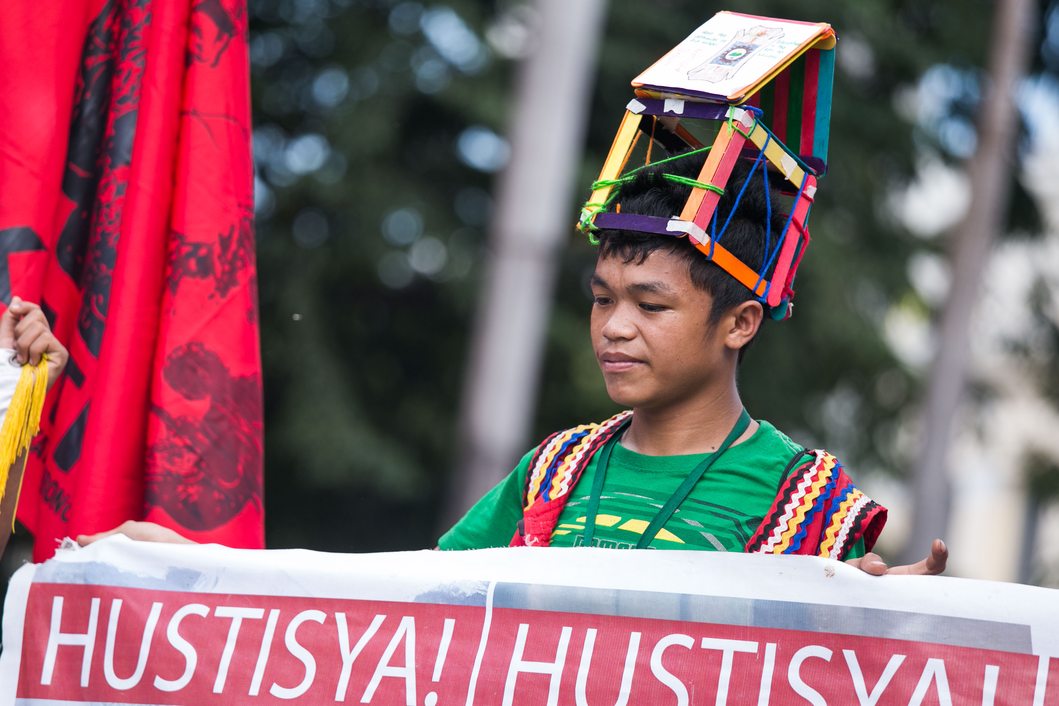 HUSTISYA. Lumads hold an anti-APEC rally at Liwasang Bonifacio on November 13, 2015. The protest is part of Manilakbayan, their month-long camp-out in Manila, where they demanded for the 'demilitarization' of their schools and justice for their fellow Lumads who were allegedly killed by paramilitary groups in Mindanao. Photo by Pat Nabong/Rappler