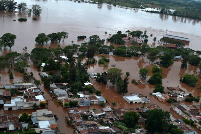 UNDER WATER. Handout picture provided by the Press of Concordia Province shows the flooding region of the Argentinian city, Concordia, December 26, 2015. Prensa Municipio Concordia/Handout/EPA