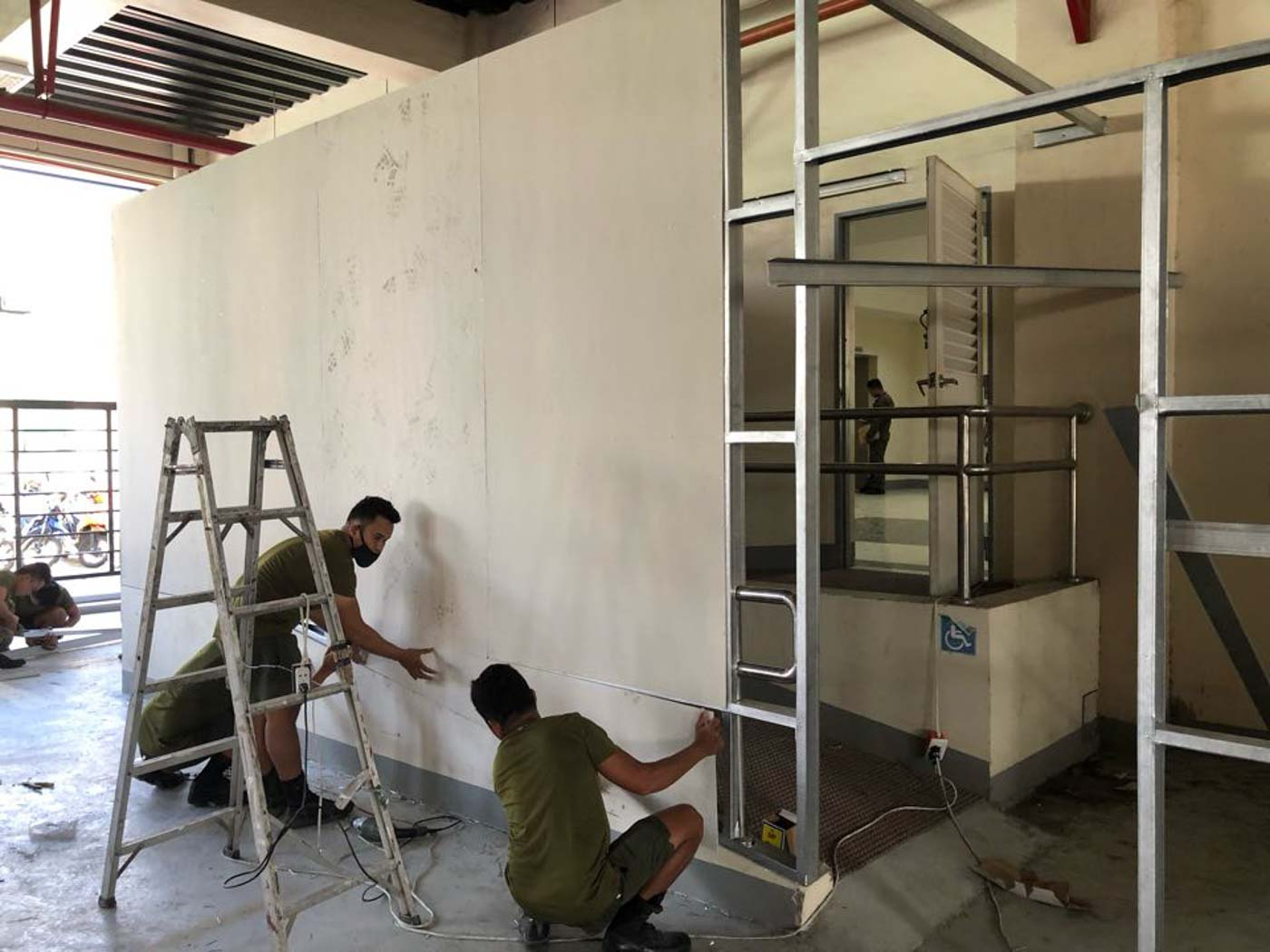 ARMY ENGINEER BRIGADE. Troops renovate the outpatient department of a Zamboanga hospital. Photo by Western Mindanao Command PIO