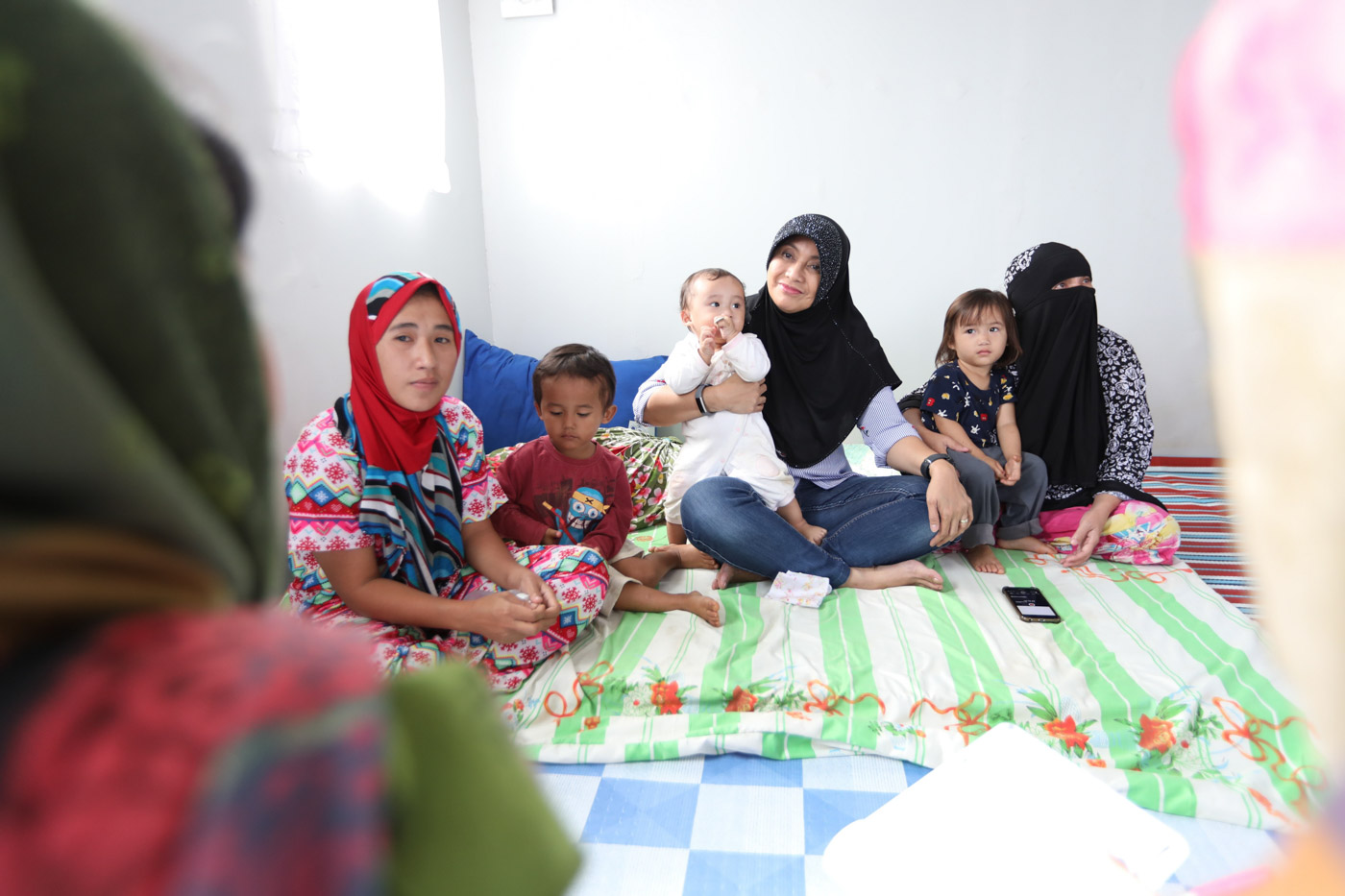SHARING STORIES. Vice President Leni Robredo interacts with members of a family who will live in one of the housing units at the Angat Buhay Village in Marawi City. Photo from OVP