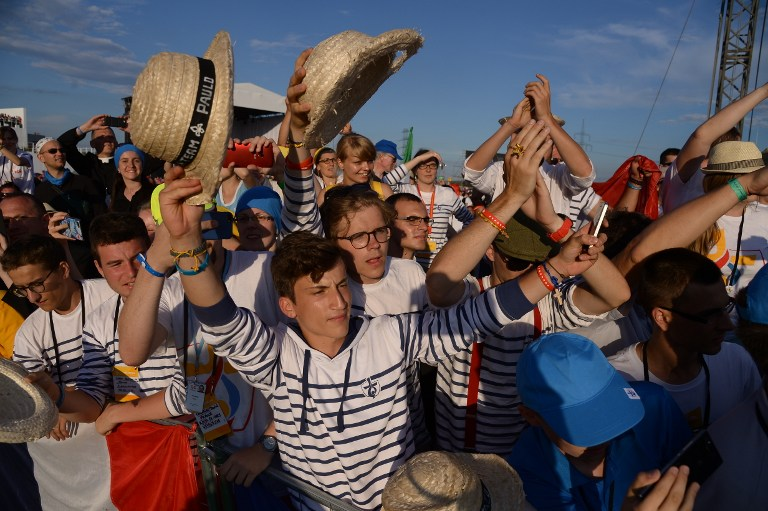 YOUNG FAITHFUL. Pilgrims cheer as Pope Francis arrives for a prayer vigil at Campus Misericordiae on July 30, 2016 in Brzegi as part of World Youth Day (WYD). Photo by Filippo Monteforte/AFP