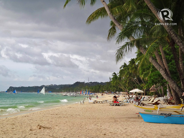 BAREFOOT-FRIENDLY. Boracay is one of the most popular u2013 if not the most popular u2013 powder-fine white beaches in the Philippines. Photo by Rhea Claire Madarang