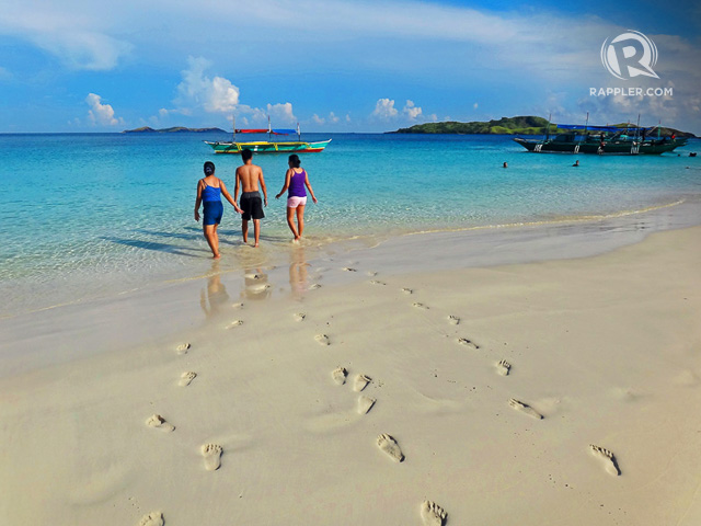 FOOTPRINTS ON THE SAND. Watch your feet easily leave marks on Calaguasu2019 soft sand. Photo by Rhea Claire Madarang