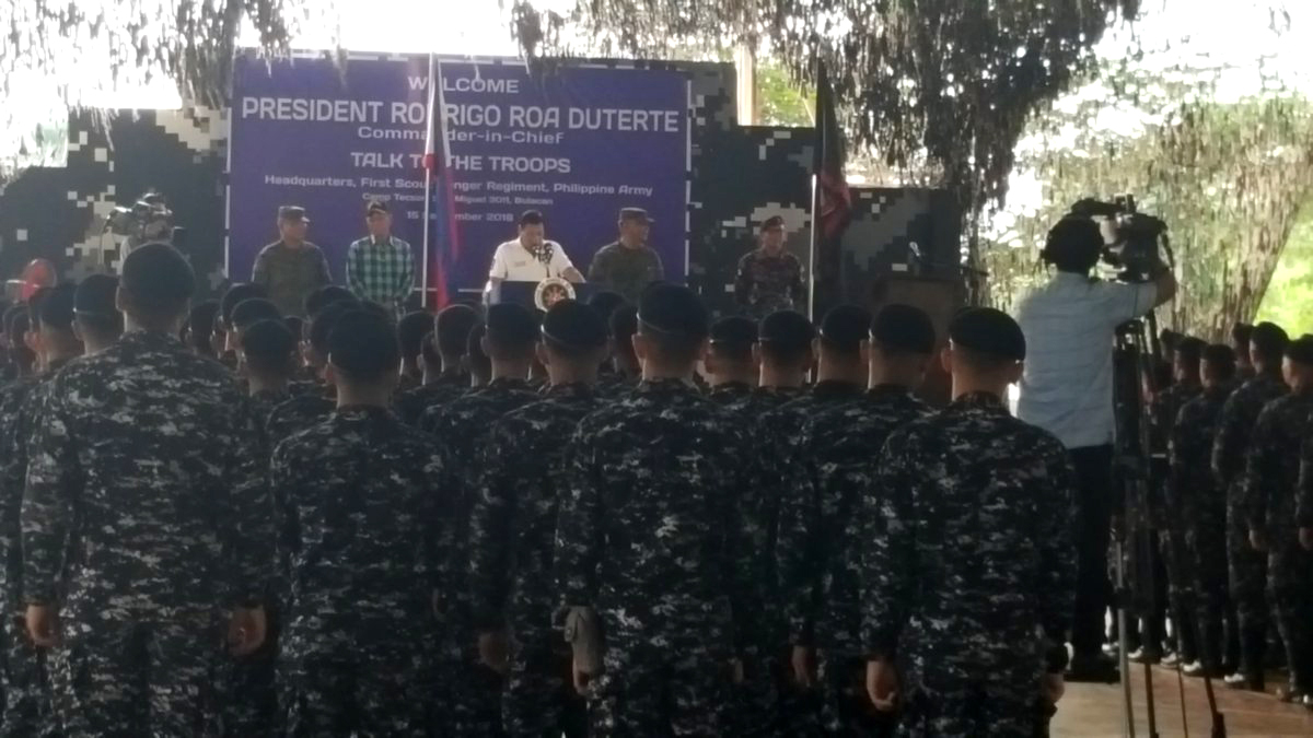 SCOUT RANGER CAMP. President Rodrigo Duterte talks about his new drug list before Scout Ranger troops in San Miguel, Bulacan, September 15, 2016. Photo by Pia Ranada/Rappler