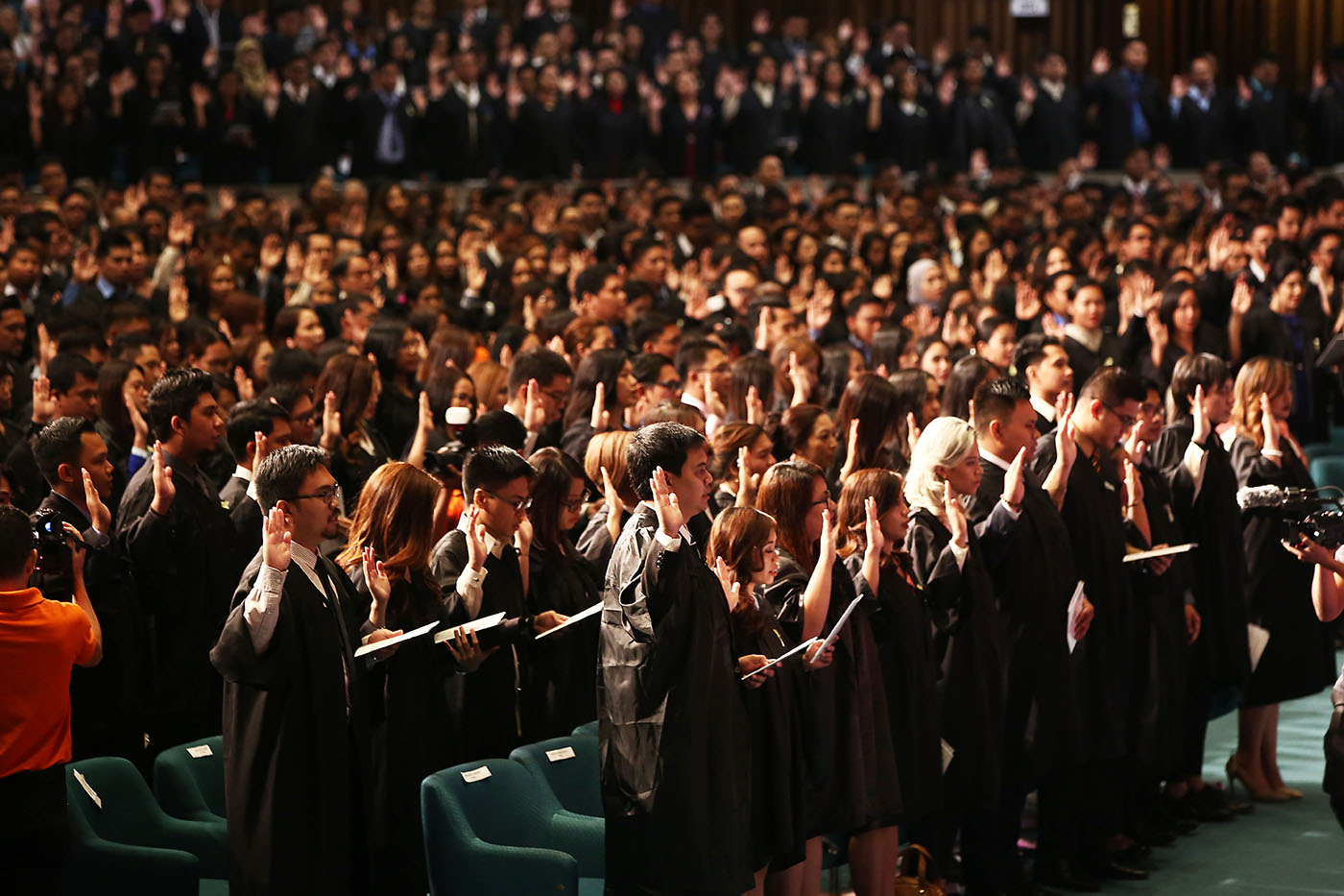 OATH-TAKING. About 1,724 new lawyers take their oath before the Supreme Court justices on June 1, 2018. Photo by Ben Nabong/Rappler