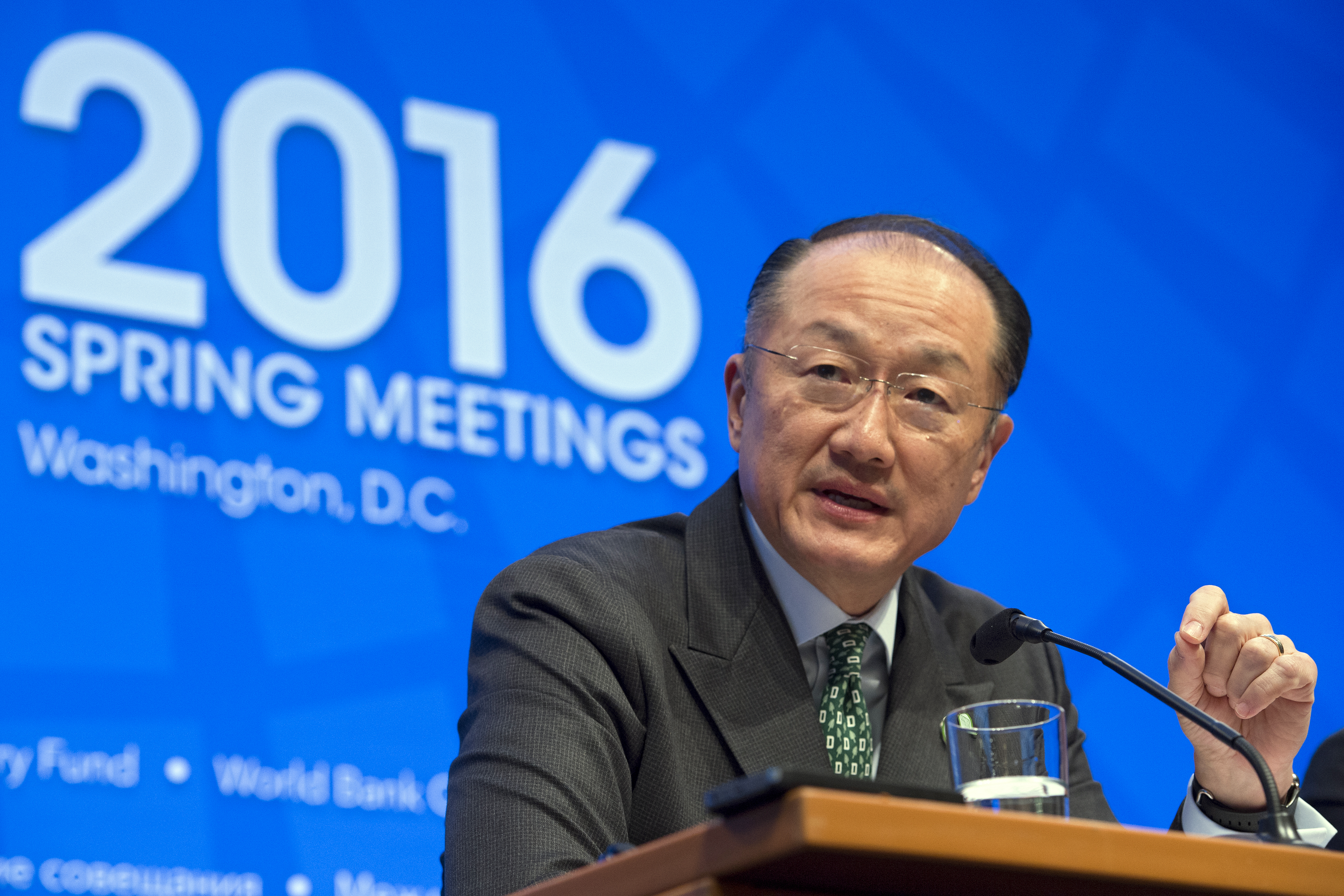 ECONOMIC OUTLOOK. World Bank Group President Jim Yong Kim responds to a question during the opening press conference at the International Monetary Fund (IMF) headquarters in Washington, DC, USA, April 14, 2016. Photo by Shawn Thew/EPA
