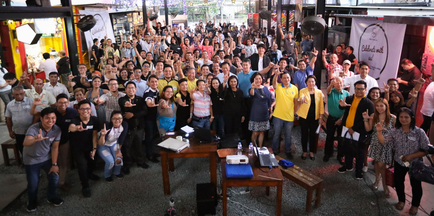 'LABAN, LP.' Vice President Leni Robredo leads LP members in flashing their signature 'laban' hand sign. Photo by OVP