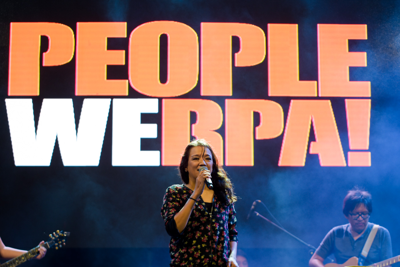 WERPA. Color It Red's Cookie Chua sings during the event at Edsa in celebration of 32nd People Power Revolution. All photos by Leanne Jazul/Rappler