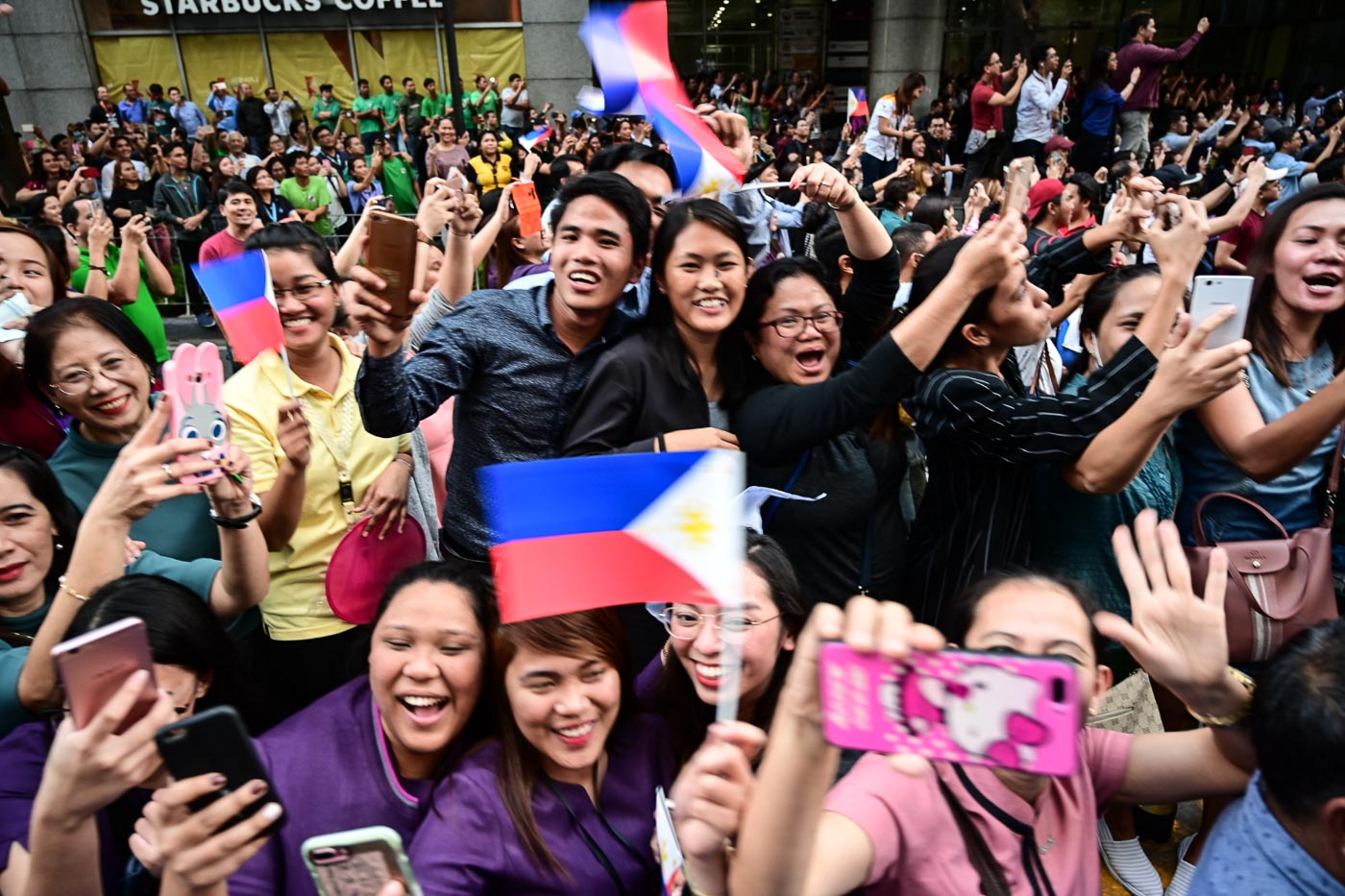 PHILIPPINE PRIDE.  Fans wait in streets of Manila and Ayala Ave. in Makati City to welcome  Miss Universe 2018 Catriona Gray on February 21, 2019. File photo by Alecs Ongcal/Rappler