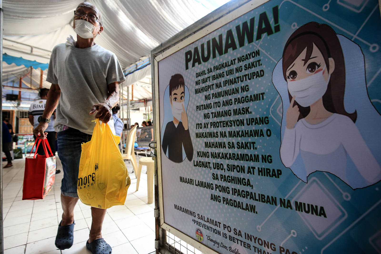 CLEAR SIGNS. The BJMP implements a 'no mask, no entry' policy for visitors of inmates at the Manila City Jail on March 10, 2020, as part of their initiative to curb the spread of the Coronavirus disease. Photo by Ben Nabong/Rappler