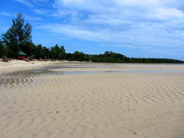 WAVES OF SAND. Cagbalete is known for its vast sand expanse with wave patterns come low tide. Photo by Liz Argulla