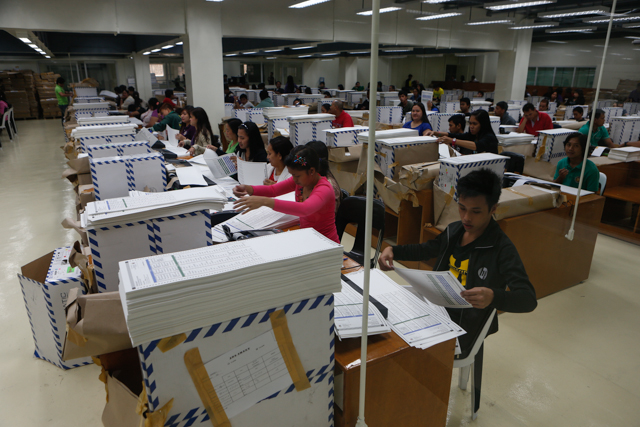TESTING BALLOTS. In NPO, casual employees test 52.3-M ballots using up to 150 PCOS machines. Photo by Rappler/John Javellana