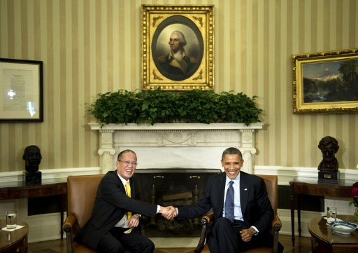 URGING PEACE. Philippine President Benigno Aquino III and US President Barack Obama discuss their hopes for a peaceful resolution of South China Sea tensions. Photo by Brendan Smialowski/AFP