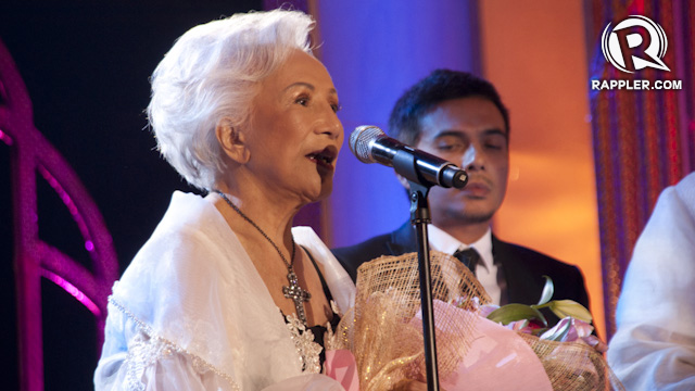 PEARL OF PHILIPPINE CINEMA. Mila del Sol, who has been acting since the 1930s, accepts the Natatanging Gawad Urian special award
