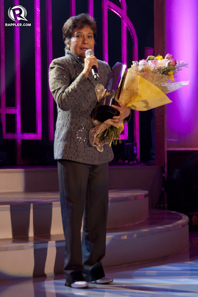 BEST ACTRESS. Nora Aunor receives the Best Actress award for 'Thy Womb' amidst thunderous applause and cheers from her fans in the audience. All photos by Andrew Robles