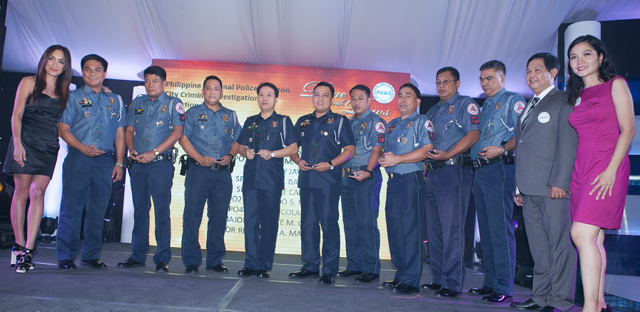 HEROES OF PITBULLS. Pia Guanio and PAWS executive director Anna Cabrera flank members of the CIDG-QC PNP team that arrested the people behind the Korean dog fighting syndicate in Laguna. They are PO3 Darwin Linatoc, PO2 Gilbert Peralta, PO3 Ramil Consencino, Major Reynaldo Magdaluyo, PCI Renante Galang, SPO1 Noel Barbon, SPO4 Bryan Colanding, SPO3 Bobby Carino, and PO1 Remigio Nicolas.