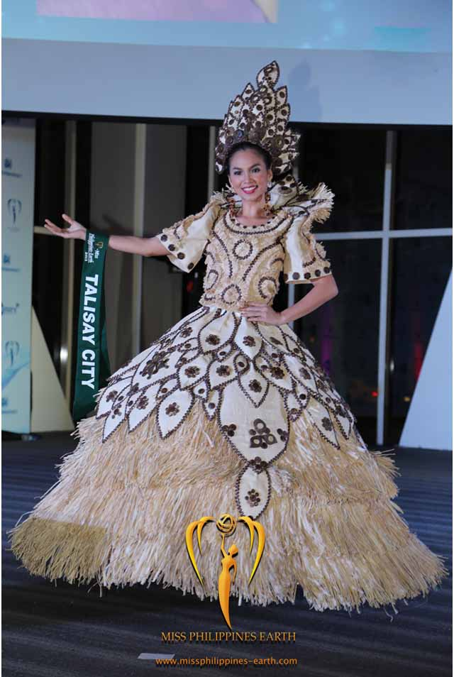 CULTURAL COSTUME COMPETITION. Maria Eliza Zosa at the cultural costume competition on April 19 at SM Mall of Asia, Pasay. Photo courtesy of Carousel Productions