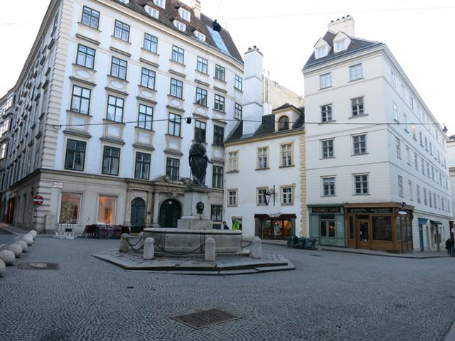 Kleines Cafu00e9 at Franziskanerplatz