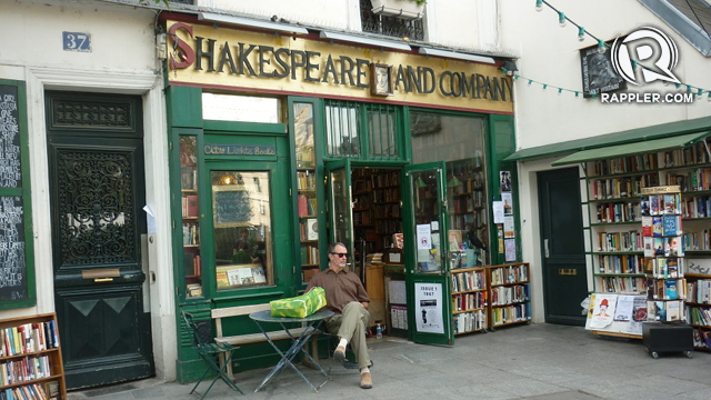 The movie begins here, the Shakespeare and Co. bookstore, where Jesse is meeting reporters about his book
