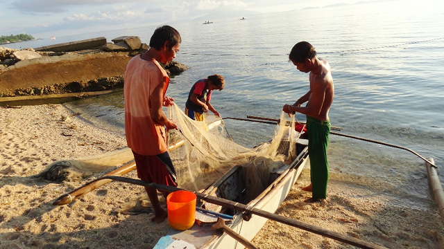 MORNING FISHING. Higatangan locals at work. Photo by Rhea Claire Madarang