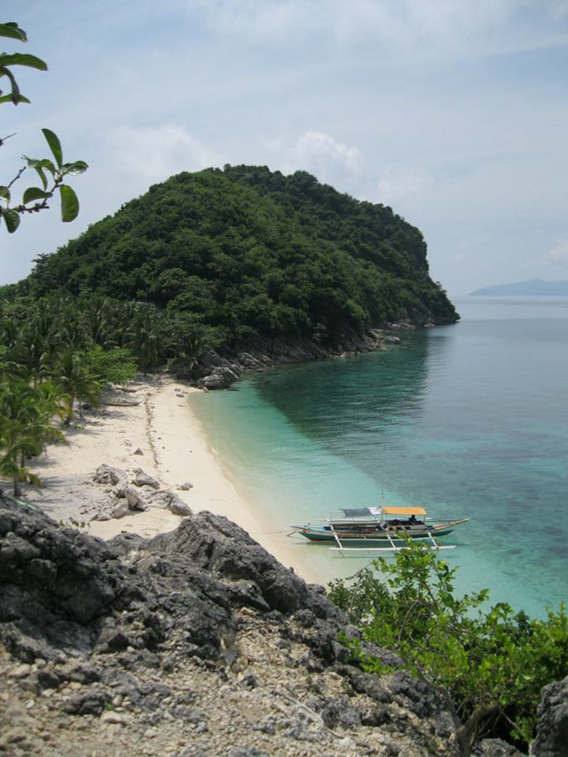 WORTH THE CLIMB. Cabugao Gamay Island viewed from a cliff is a favorite shot of travelers. Photo by Kat Torres