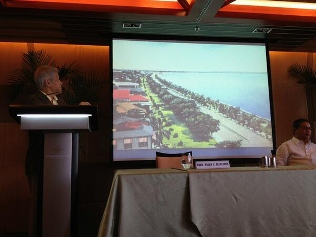 GOLDEN AGE. Paulo Alcazaren shows a picture of Roxas Boulevard in the 1960s. Photo from Department of Tourism Twitter