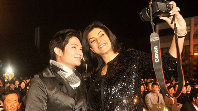 WITH SUSHMITA SEN, MISS UNIVERSE 1994. She sat as one of the judges in Miss Asia Pacific World 2011 in Busan, South Korea