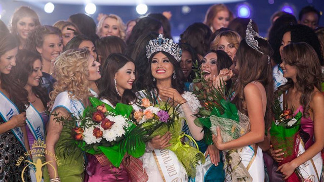 GLOWING LIKE THE SUN. Mutya Datul surrounded by the other Miss Supranational candidates, all happy for her victory. Photo from the Miss Supranational Facebook page