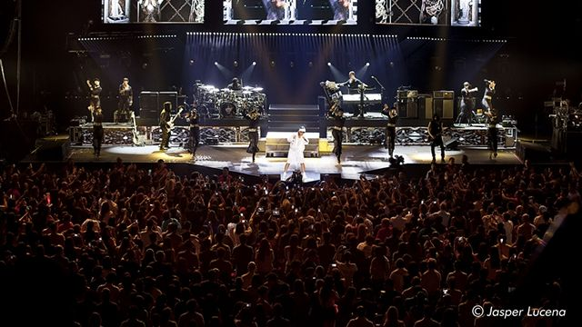 FILLED TO ALMOST CAPACITY. Rihanna turns the Mall of Asia Arena into a pulsating dance club