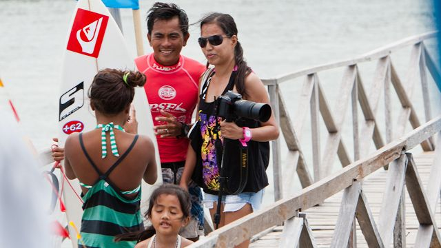 SURF STAR. Dede Suryana with a fan
