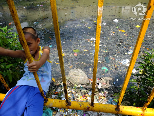 PLAYGROUND. For some kids in Paco, Manila, the flithy creek under Zamora Bridge is their playground. All photos by Pia Ranada/Rappler