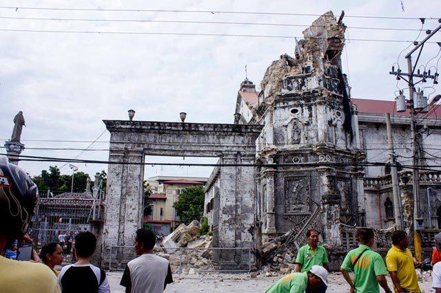 RUINS. The Visayas earthquake reduces Santo Niu00f1o Cathedral in Cebu to ruins. Photo from EPA/Romaldo Mico Solon